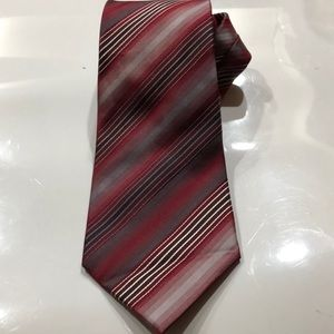 Van Heuson Mens Tie Stain Resistant red L57 w3.75
